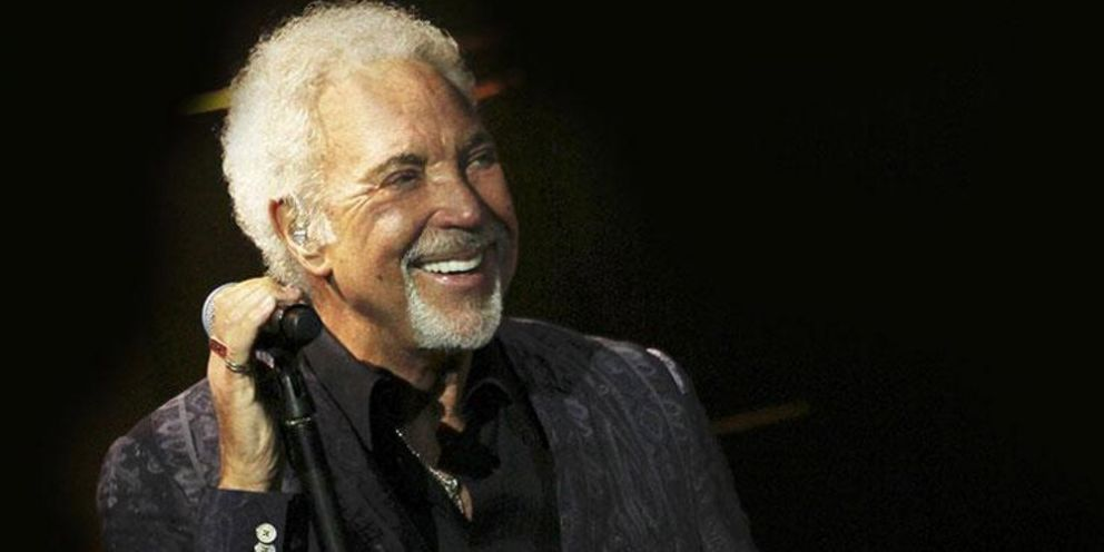 Tom Jones - Powderham Castle